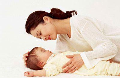 Con tôi 32 tháng tuổi bị ra nhiều mồ hôi đầu, có nên dùng thuốc trị mồ hôi trộm Đức Thịnh? 1