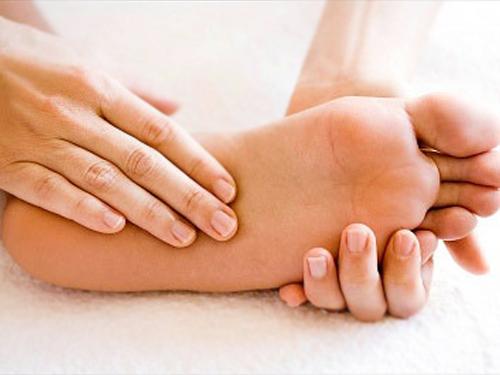 Có nên cắt hạch giao cảm trị ra nhiều mồ hôi chân? 1