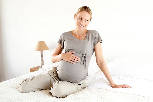 Tại sao phụ nữ mang thai dễ bị ra nhiều mồ hôi? 1