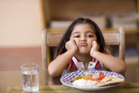 Trẻ biếng ăn mẹ phải làm sao? 1
