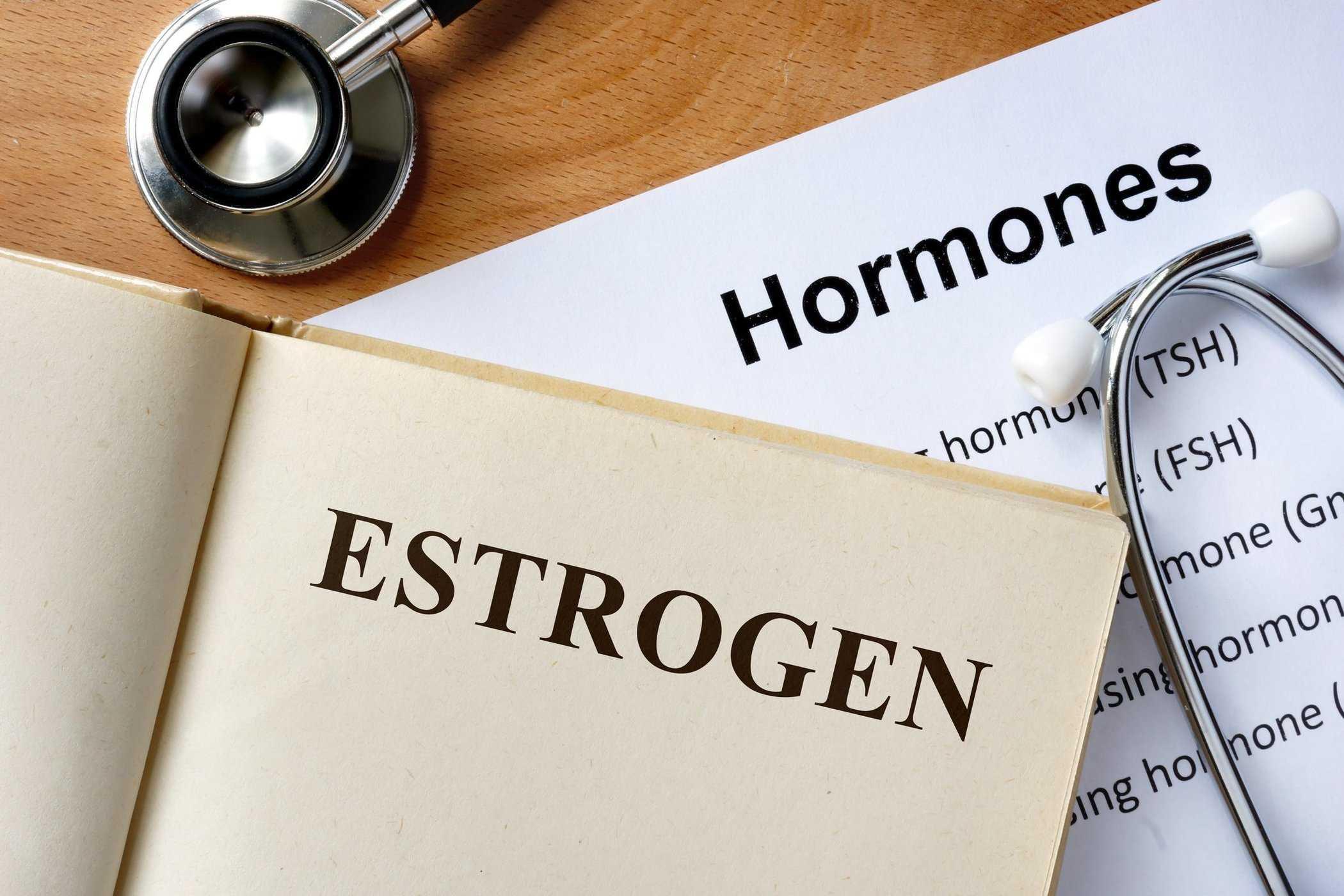 Có Nên Điều Trị Són Tiểu Bằng Estrogen Hay Không?