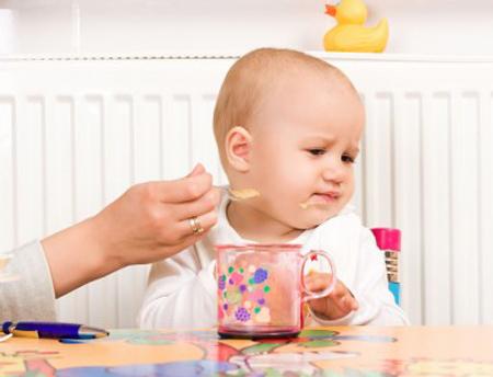 Những sai lầm thường gặp khi chăm sóc trẻ biếng ăn