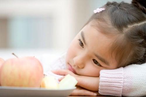 Những thói quen khiến trẻ lười ăn