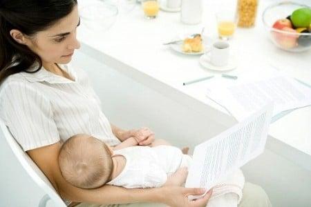 Hỏi về hiện tượng són tiểu sau khi sinh con vài tuần