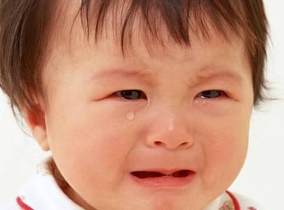 Bé 2 tháng tuổi bị đi ngoài ra máu, phân sống