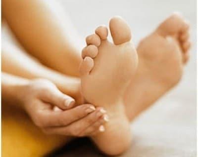 Thường xuyên bị ra mồ hôi chân tay có nên dùng thuốc trị mồ hôi Đức Thịnh?