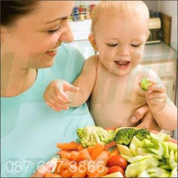 Trẻ bị táo bón nên ăn uống thế nào?
