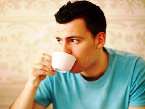 Cà phê làm tăng nguy cơ tiểu són ở nam giới