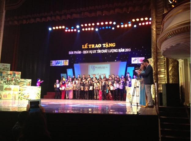 """3tpharma vinh dự nhận giải thưởng """"Sản phẩm, dịch vụ uy tín, chất lượng 2013"""""""