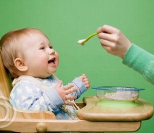 Những mẹo nhỏ đối phó với bé lười ăn