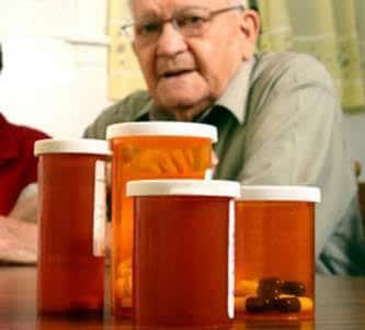 Thận trọng khi một số dùng thuốc cho người cao tuổi