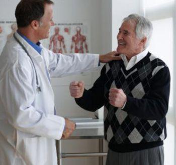 Cách phòng bệnh trĩ ở người cao tuổi