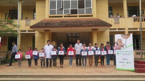 """3T PHARMA đồng hành cùng chương trình từ thiện"""" TRAO VÒNG TAY NHÂN ÁI"""""""