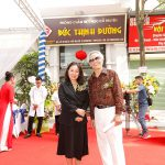 Nhà báo Tạ Bích Loan, Giám đốc kênh VTV3, Đài Truyền hình Việt Nam đến chúc mừng Lương y Ngô Trí Tuệ